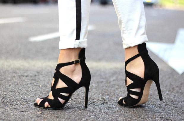 street_style-look-outfit-black_white-sandals-zara-blazer-red-jeans-hair_bun-sport_chic-trendy_taste-1look-additional-big-Paula-Joye
