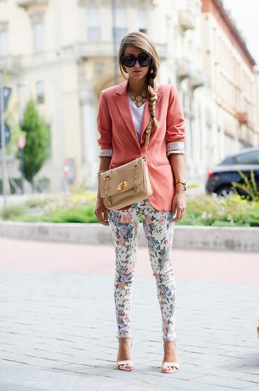 3279319_GIACCA_COLOR_SALMONE_SKINNY_JEANS_FLOREALI_outfit_nicoletta_reggio_fashion_blogger_0052