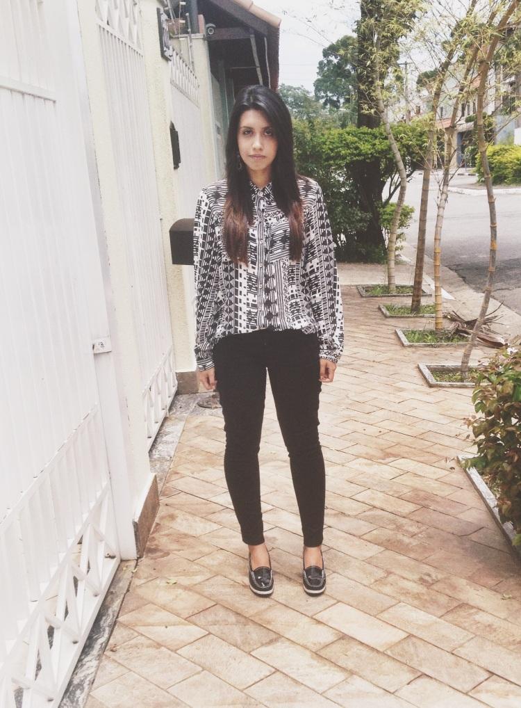 Blusa: Não lembro aonde comprei - R$25,00 Calça: Carpe MF - Presente Sapato: Mundial - R$69,90 Brincos: Arf - R$10,00