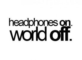 alone-bed-boy-crying-earphones-Favim.com-325038